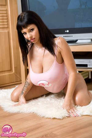 Cecilie threesome escorts Farmington